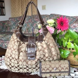 Coach Signature Lynn Black Sateen bag & wallet